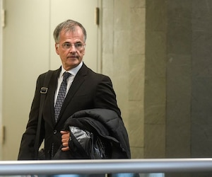 Le député Guy Ouellette a témoigné durant près d'une heure, jeudi, au palais de justice de Québec, au procès de Nathalie Normandeau et Marc-Yvan Côté.