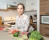 Isabelle Marquis, nutritionniste et consultante en marketing alimentaire, a préparé des boulettes végé hier.