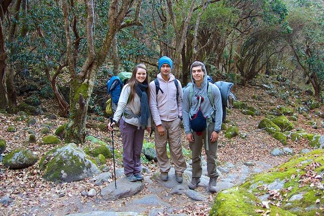 Sarah et Zachary avec notre guide en pleine randonnée, Langtang.
