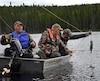 Accompagnés du gérant, Gaétan Perron (au moteur), Gilles Dubois et Simon Duchaine ont pu capturer de belles truites sur un des lacs de la pourvoirie.