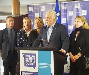 Le premier ministre Philippe Couillard s'est dit préoccupé par le sort des Québécois victimes de l'ouragan Irma, lors de son point de presse à Saint-Hyacinthe, dimanche.