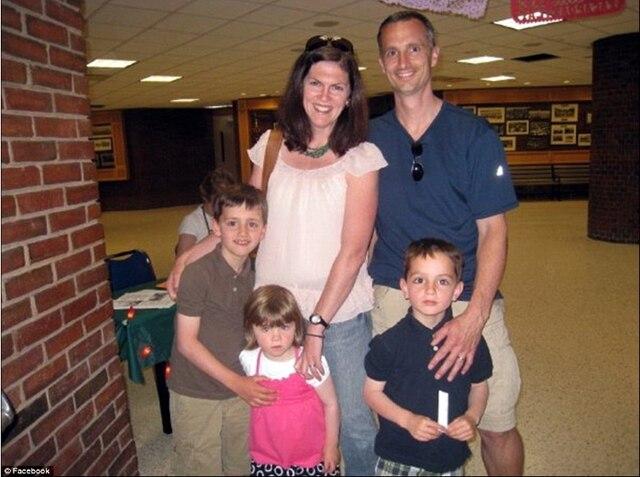 Bill et Denise Richard et leurs trois enfants: l'aîné Martin, sa sœur Jane et son frère Henry. Jane et Denise ont été grièvement blessées. Martin n'est plus.