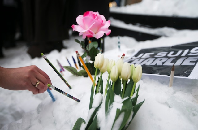 Montrealers place pencils in front of the French Consulate, in tribute to the victims of the shootings by gunmen at the offices of the satirical weekly newspaper Charlie Hebdo in Paris, in downtown Montreal, January 11, 2015. French citizens will be joined by dozens of foreign leaders, among them Arab and Muslim representatives, in a march on Sunday in an unprecedented tribute to this week's victims, including journalists and policemen, following the shootings by gunmen at the offices of the satirical weekly newspaper Charlie Hebdo, the killing of a police woman in Montrouge, and the hostage taking at a kosher supermarket at the Porte de Vincennes. REUTERS/Christinne Muschi (CANADA - Tags: CIVIL UNREST CRIME LAW POLITICS TPX IMAGES OF THE DAY)
