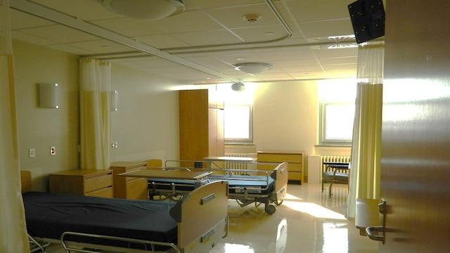 Faute de médecins, ces installations répondant aux normes les plus récentes en hébergement attendent depuis près d'un an leurs premiers résidents âgés, à l'Institut universitaire en santé mentale de Québec.