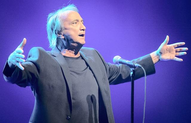 Le chanteur Claude Dubois en prestation pour son spectacle <i>Dubois en liberté</i> dans le cadre de la 29e édition des Francofolies de Montréal, au Théâtre Maisonneuve de la Place-des-Arts, hier.