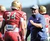 Les joueurs du Rouge et Or, dont Alec Poirier (34), ont pu profiter des conseils et de l'expérience de l'entraîneur de la NFL Jim Herrmann.