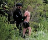 Après une brève chasse à l'homme, l'individu s'est retranché dans une résidence isolée en forêt à Lac-Saint-Charles. Après quelque trois heures de discussions avec les forces de l'ordre, il a été cueilli par les policiers alors qu'il était en sous-vêtement.