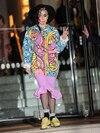 Sans l'aide de son styliste, Lady Gaga fait des choix vestimentaires de plus en plus douteux. Début décembre, la chanteuse a été vue quittant un hôtel de Londres affublée d'une tenue qui semblait à la fois inspirée de Picasso et de Boy George.