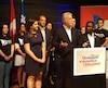 Philippe Couillard, devant de jeunes militants du PLQ réunis en congrès à l'Université Bishop's, dimanche. Le premier ministre refuse de rouvrir la loi101.