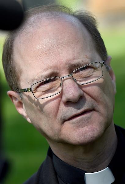 L'abbé Pierre Gingras,  responsable du Cimetière Saint-Charles.