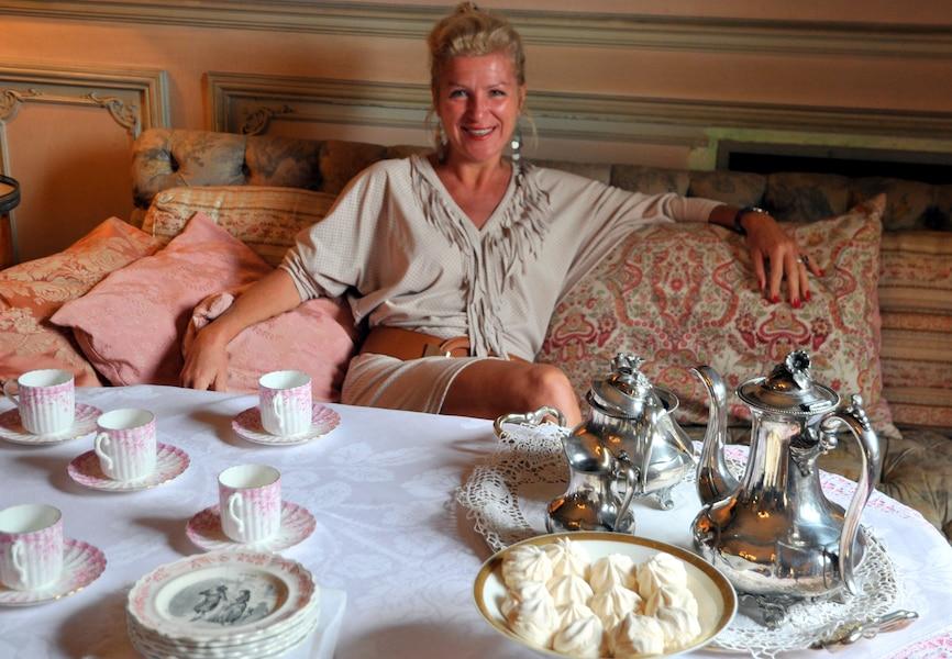 au ch teau de louvignies en compagnie de la baronne jdm. Black Bedroom Furniture Sets. Home Design Ideas