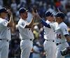 De gauche à droite, Ross Stripling, Rich Hill, Chase Utley et Enrique 'Kike' Hernandez des Dodgers de Los Angeles.
