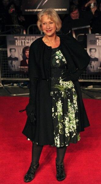 Helen Mirren poursuit sa tournée promotionnelle pour le film Hitchcock. L'actrice britannique était à la première à Londres.