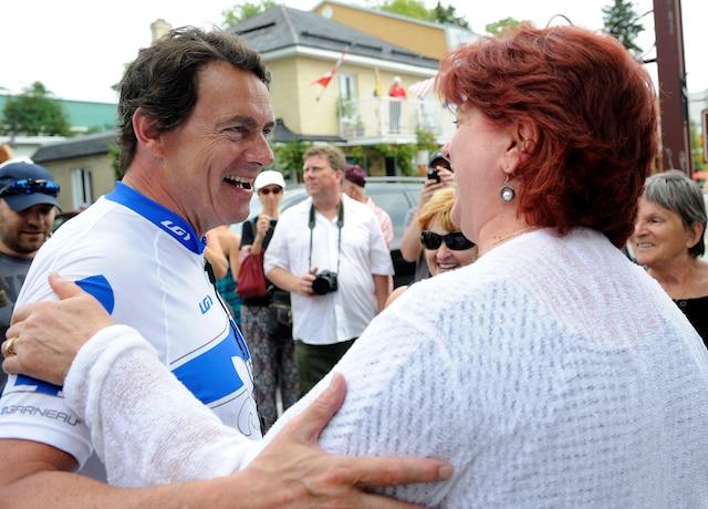 Le chef  bloquiste Gilles Duceppe et le chef péquiste Pierre Karl Péladeau étaient à Baie-Saint-Paul dans le cadre de leur tournée du Québec à vélo.