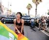 Cette militante agitait un drapeau de la paix devant les forces policières, à Giardini-Naxos, près des lieux du Sommet, le 27mai2017.
