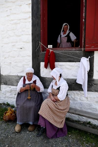 Des personnages du Lieu historique national de la Forteresse-de-Louisbourg.