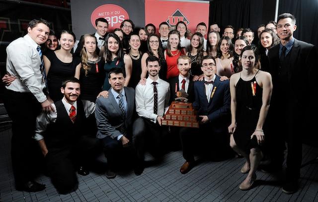 Gala Rouge et Or de l'Université Laval à Québe, jeudi le 14 avril 2016. Sur cette photo: L'équipe de badminton, équipe de l'année. ANNIE T. ROUSSEL/JOURNAL DE QUEBEC/AGENCE QMI