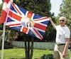 Gary Sims avait fièrement revêtu son chandail à l'effigie de Sa Majesté lors de la visite du Journal.