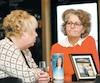 Louise Couture et Martine Boulet-Pelletier ont respectivement perdu une fille et une sœur dans l'accident ferroviaire. Elles ont appris à vivre avec ce deuil, même si la douleur continue de les ronger.