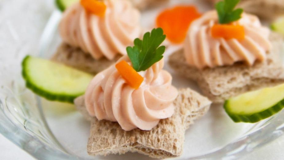 Mousse de saumon fumé sur petits croûtons