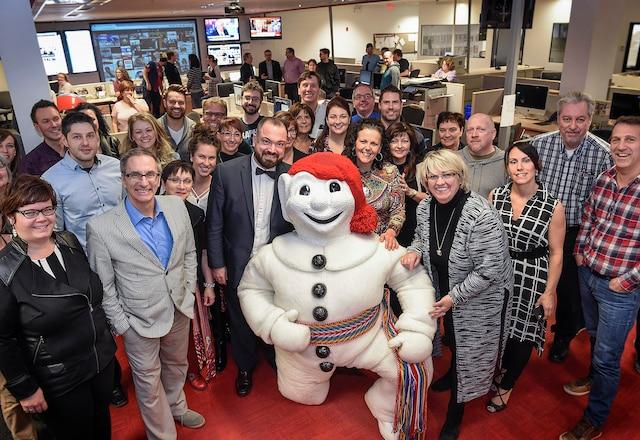 Bonhomme Carnaval a rendu visite aux employés du Journal, il y a quelques semaines, pour souligner les 50 ans du Journal de Québec. Des activités destinées ànos lecteurs et clients seront organisées au cours de l'année.