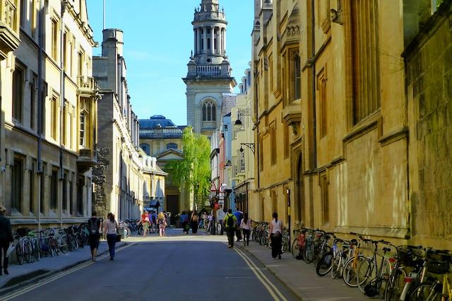 Dans la cité universitaire d'Oxford, piétons et vélos sont rois