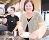 Martine Desbiens a quitté son emploi de directrice d'école pour lancer un café à Sainte-Julie.