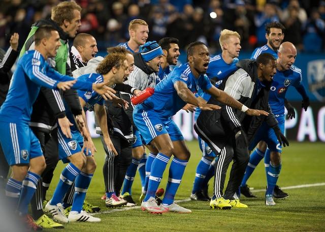 Les joueurs de l'Impact ont remercié la foule à leur manière, après la rencontre.