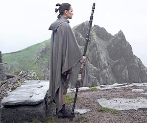 Avec des revenus de 2,7M$ au Québec et de près de 500 millions de dollars à travers le monde, Star Wars: les derniers Jedi a dominé largement le box-office mondial dès son premier week-end.