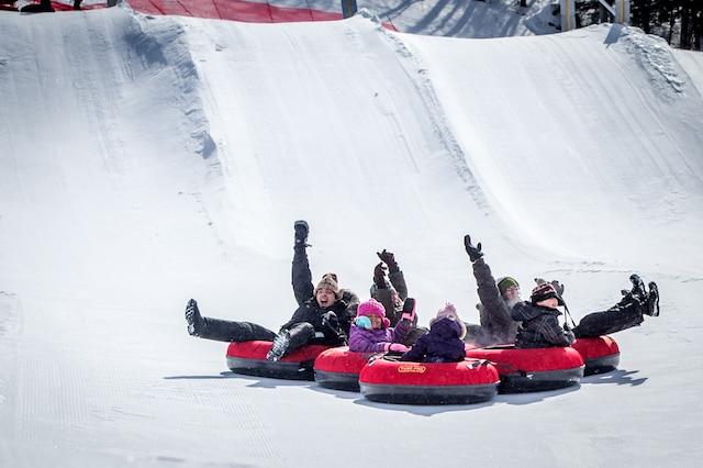 Les glissades sur tube à Ski Montcalm.