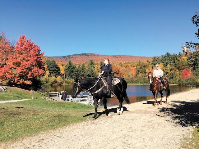 Parcourir les sentiers à cheval est un moyen unique d'évacuer le stress