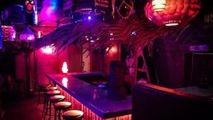 Un tout nouveau bar tiki caché sur la Plaza