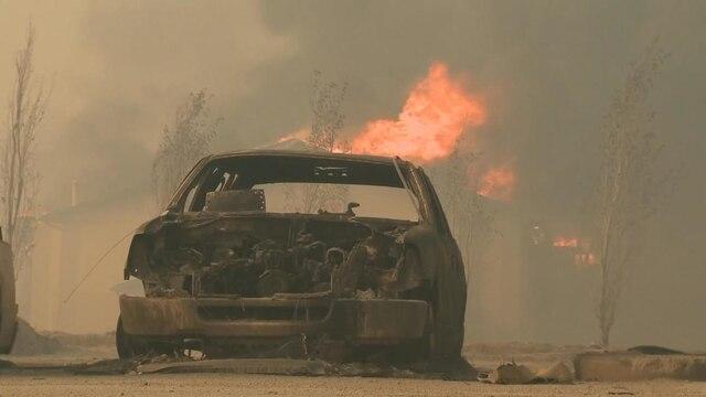 Une voiture carbonisée photographiée mercredi.
