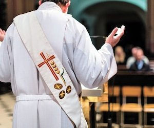 bloc prêtre eglise religion