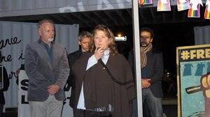 Appuyée par le ministre Jean-François Lisée et par Patrick Bonin, de Greenpeace, Nicole Paul a demandé la libération de son fils, le militant Alexandre Paul, toujours détenu en Russie.