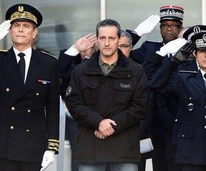 Le frère de Franck Brinsolaro, l'un des deux policiers tués dans la fusillade mercredi, assistait aux commémorations à Marseille, hier.