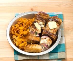 Brochettes de poulet et de pain à l'ail
