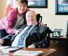 Le sénateur Jacques Demers et son épouse Debbie sontpassés dans son bureau du Sénat, hier, avant de se rendre en Chambre pour une première fois en plus de deux ans. L'ex-entraîneurse déplace en fauteuil roulant depuis un premier AVC enavril 2016.
