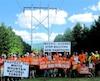 En septembre 2015, des dizaines de protestataires américains ont manifesté leur opposition au projet Northern Pass. Ilsont obtenu en partie gain de cause et Hydro Québec paiera 500 M$ pour qu'une plus grande portion du trajet soit enfouie.