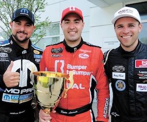 Andrew Ranger (à gauche), Kevin Lacroix (au centre) et Gary Klutt ont occupé le premier podium de la saison en Série NASCAR Pinty's.