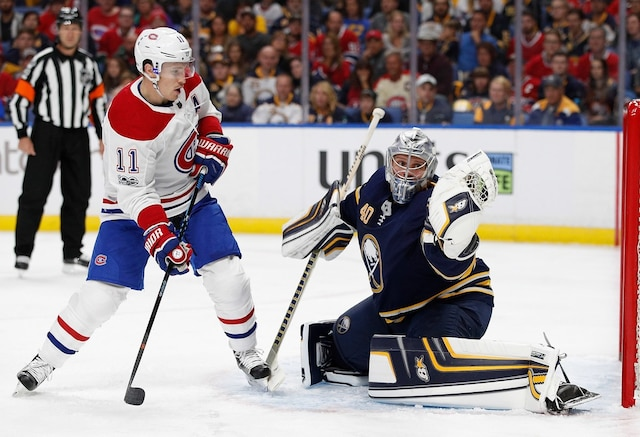 BUFFALO, NY - OCTOBER 5: Robin Lehner #40 of the Buffalo Sabres makes a glove save as Brendan Gallagher #11 of the Montreal Canadiens looks for a rebound during the first period at the KeyBank Center on October 5, 2017 in Buffalo, New York.   Kevin Hoffman/Getty Images/AFP == FOR NEWSPAPERS, INTERNET, TELCOS & TELEVISION USE ONLY ==