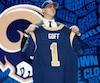 C'est le quart-arrière Jared Goff qui a eu l'honneur d'être repêché au premier rang par les Rams de Los Angeles.