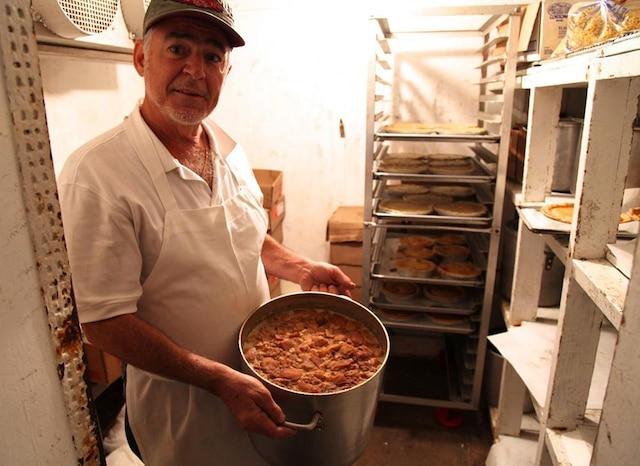 Les fèves au lard deRoger Levasseur on fait la renommée de l'épicerie de son grand-père, Cote'sMarket. À Lowell, on lesappelle les
