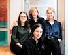 La réalisatrice Sophie Lorain entourée des trois jeunes actrices de Charlotte a du fun, Romane Denis, Rose Adam et Marguerite Bouchard.