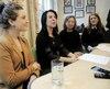 De gauche à droite: la responsable du développement social et communautaire et de l'itinérance Rosannie Filato, la mairesse de Montréal Valérie Plante, la directrice générale de La rue des Femmes Léonie Couture et la conseillère associée Suzie Miron.