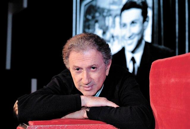 Parce qu'il est une source inépuisable d'anecdotes avec les plus grands de la chanson, Michel Drucker fera la narration du spectacle Francostalgie.