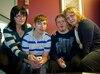 Manon Sauvé et Raymonde Faubert dénoncent l'arrêt des soins donnés aux personnes lourdement handicapées de 21 ans et plus. Des soins dont leurs garçons, Mathieu Sauvé-Talbot et Rémi-Michel Faubert, bénéficiaient.