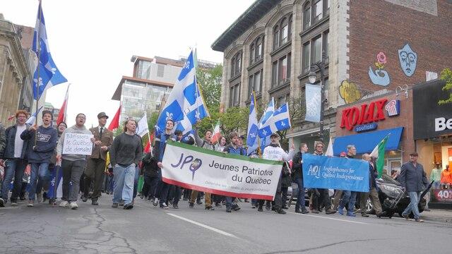Les manifestants ont scandé plusieurs slogans indépendantistes tout en écorchant le Parti Libéral.