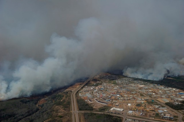 Une photo aérienne de Fort McMurray prise jeudi.