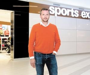 Paul-André Goulet détient une dizaine de franchises Sports Experts et Atmosphère dans la région de Montréal. Il est, entre autres, présent à la Place Alexis Nihon, un centre commercial du centre-ville de Montréal, où cette photo a été prise, lundi.